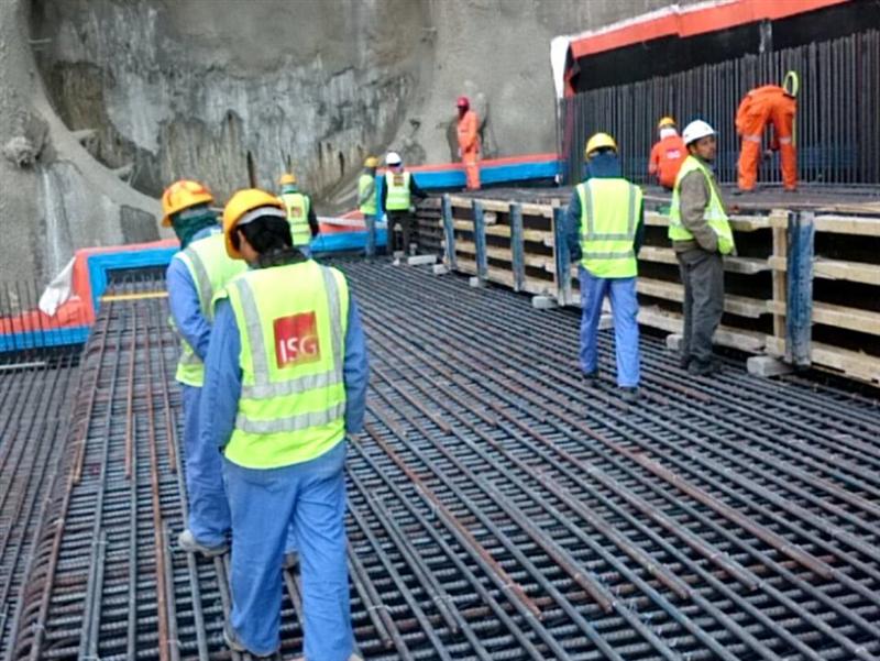 Lao động Qatar làm việc tại công trường
