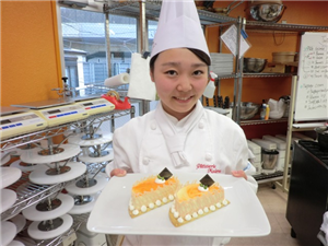 [Nhật Bản] Cần Nữ Bánh Mỳ, Nữ điện tử, Nam xây dựng